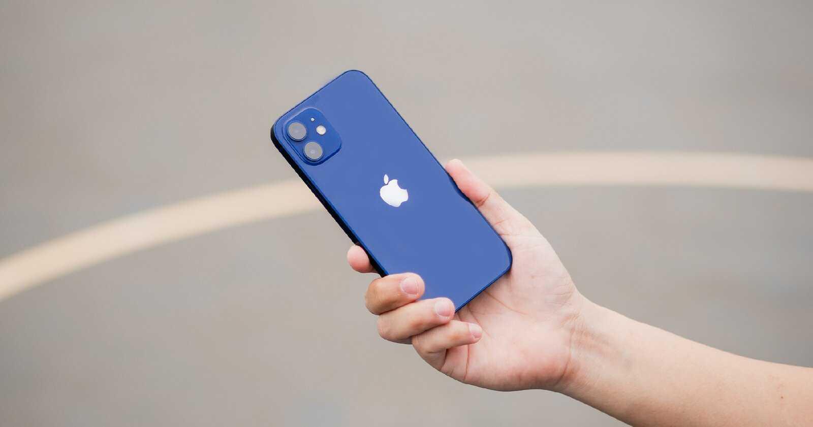 iPhone 12 en bleu