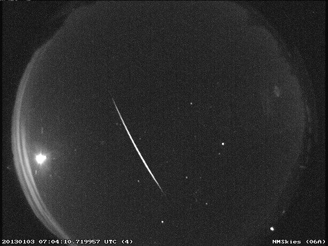 Un météore de la pluie de météores Quadrantid capturé au-dessus du Nouveau-Mexique aux premières heures du 3 janvier 2013.