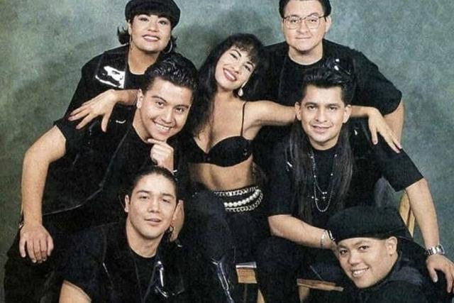 Selena Quintanilla et les membres de son groupe, dont Ricky Vela (Photo: Facebook / Selena Quintanilla)