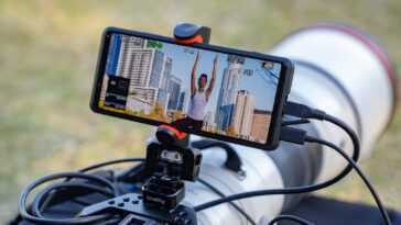 Le Xperia Pro, connecté à une caméra.