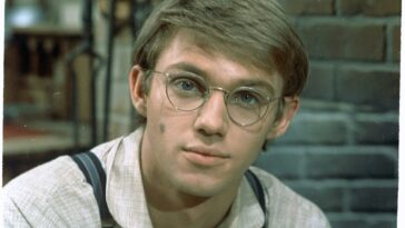 Richard Thomas as John-Boy Walton on