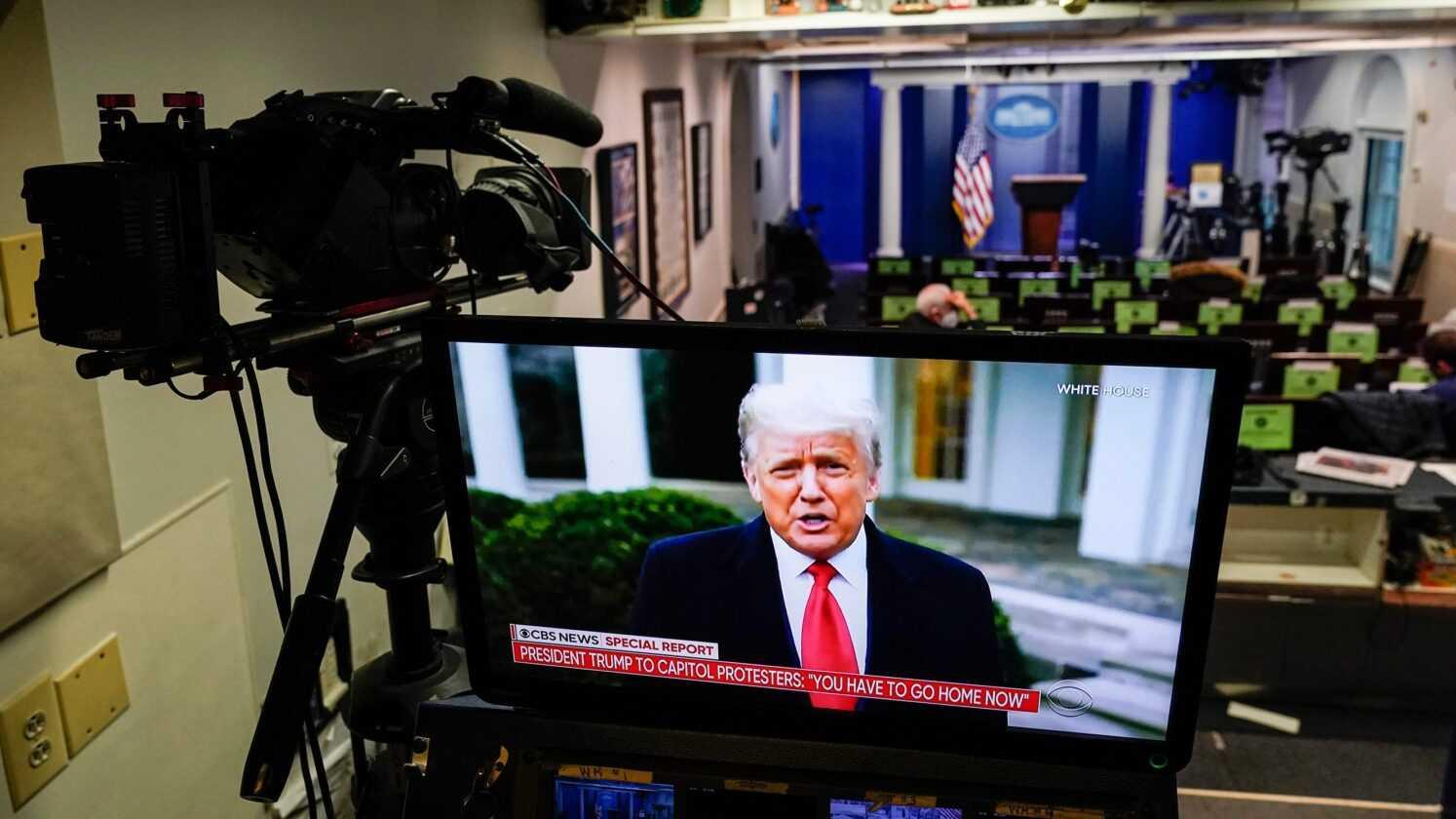 Trump Bloqué Pendant 12 Heures Sur Les Réseaux Sociaux: A