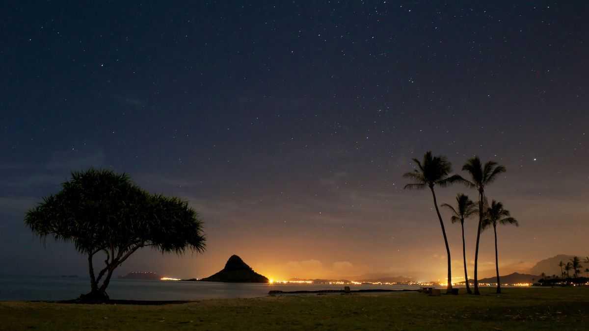 Un Ovni Bleu Survole Hawaï Avant De S'écraser Dans La
