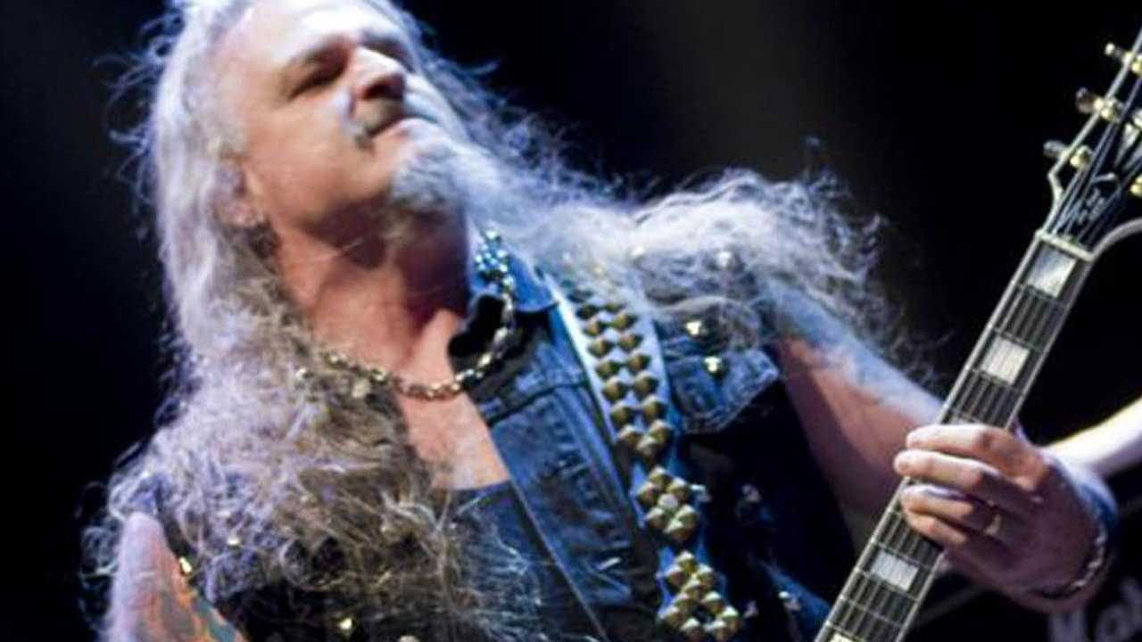 Un Guitariste De Heavy Metal Recherché Par La Police Pour