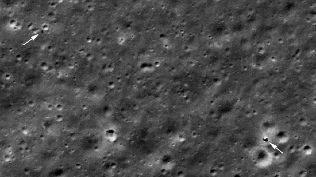 L'atterrisseur Chang'e 4 (à droite) et Yutu 2 (à gauche) repérés par l'orbiteur de reconnaissance lunaire de la NASA en octobre 2020.