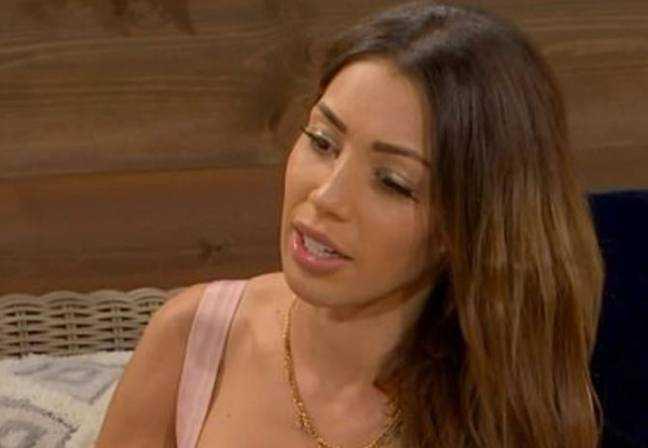 Carla, l'une des femmes qui intéresse Wayne. Crédit: Channel 4
