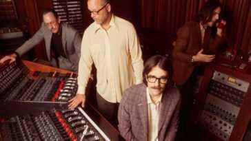 """Weezer Publie Une Nouvelle Chanson Et Un Clip Vidéo: """"toutes"""