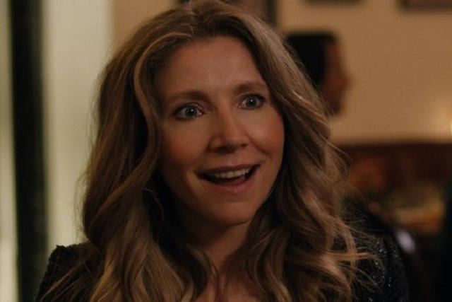 "Sarah Chalke joue Kate Mularkey dans ""The Fireflies Dance"" (Photo: Netflix)"