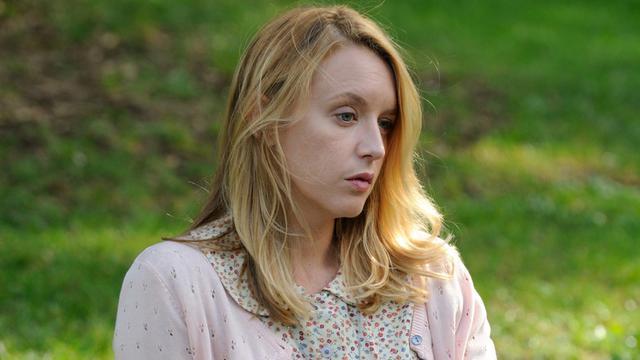 Qui sort avec Claire?
