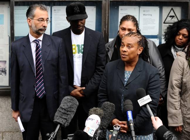 La baronne Doreen Lawrence s'est adressée aux médias après que Gary Dobson et David Norris aient été emprisonnés pour le meurtre de Stephen.  Crédit: PA