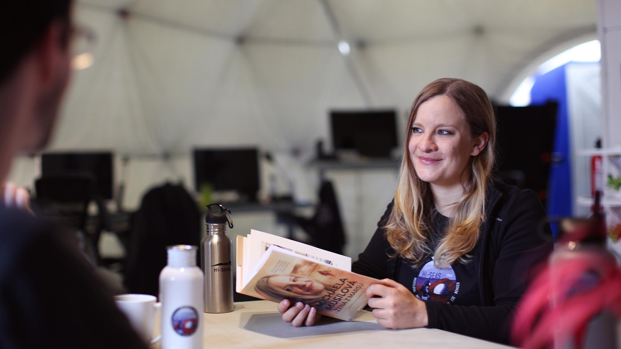 Cmdr.  Michaela Musilova partage son histoire personnelle et sa biographie