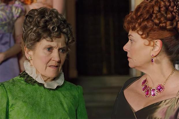 Pourquoi Lady Featherington n'a-t-elle pas porté du noir lors des funérailles de son mari?  (Photo: Netflix)