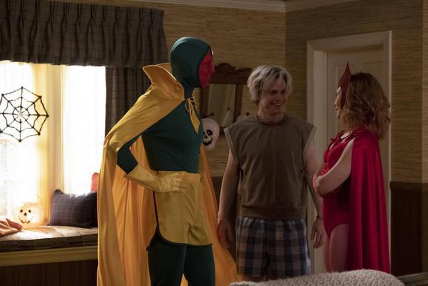 Vision et Wanda sont heureuses que Pietro s'entende avec les enfants (Photo: Marvel)