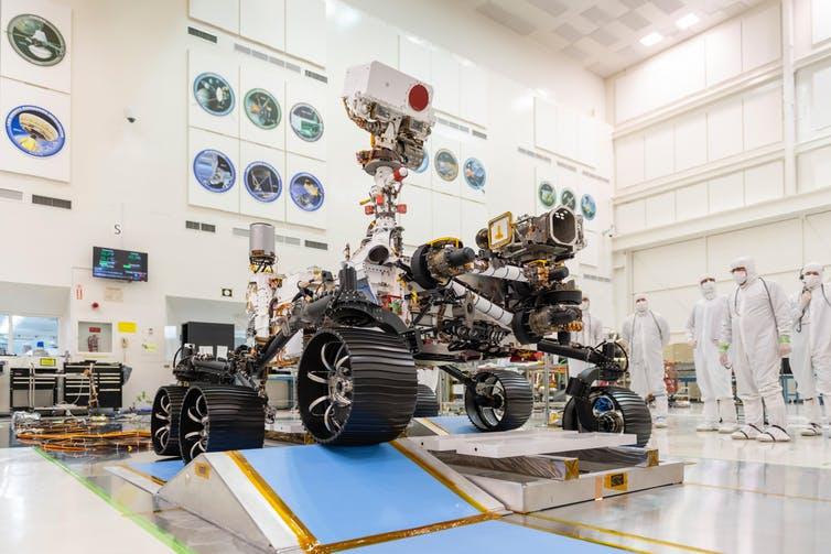 Le Rover Perseverance est composé à 90% de pièces détachées du Rover Curiosity, mais dispose de quelques nouveaux outils à bord.