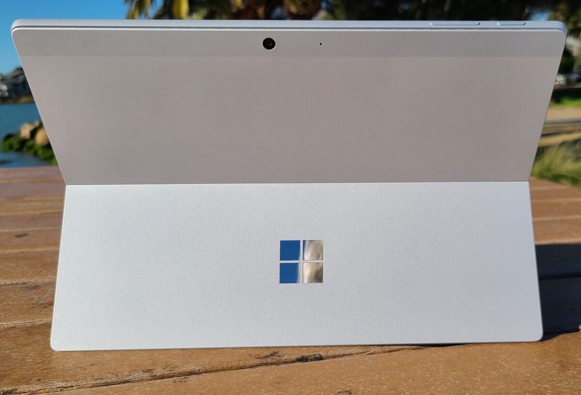 Microsoft Surface Pro 7+ arrière et béquille