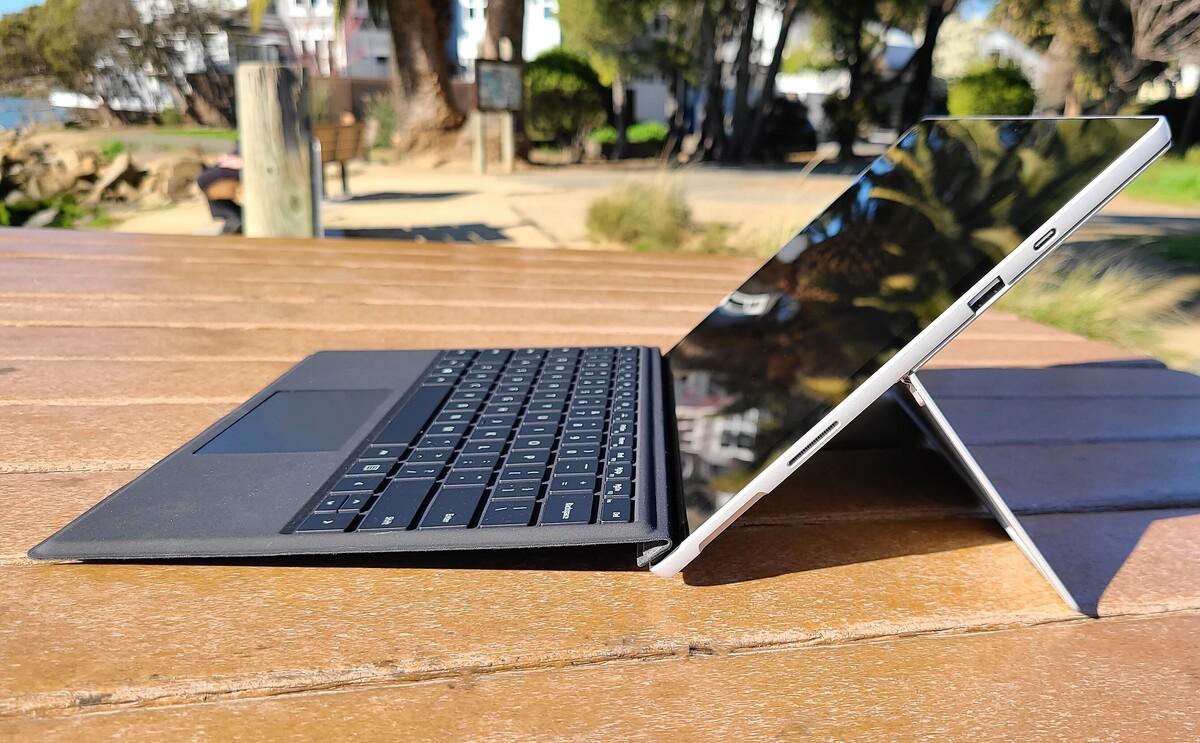 Profil de côté droit Microsoft Surface Pro 7+