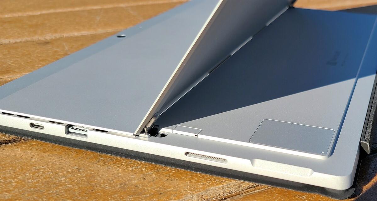 Compartiment SSD et plateau SIM Microsoft Surface Pro 7+