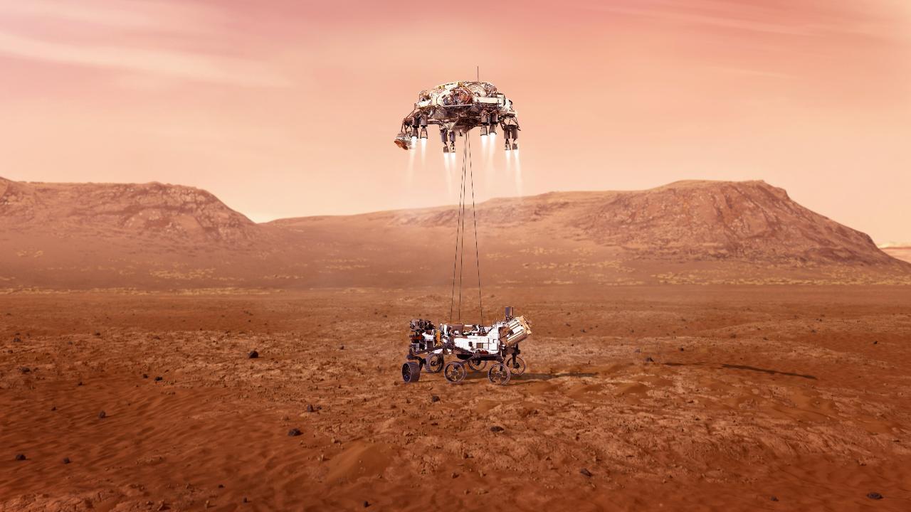 Le rover Perseverance est placé sur le sol martien par le skycrane Crédit image: NASA / JPL-Caltech
