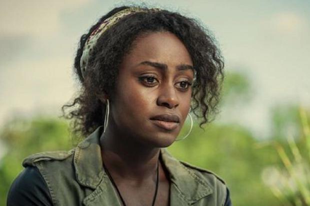 """Simona Brown joue Louise Barnsley dans """"Derrière ses yeux"""" (Photo: Netflix)"""