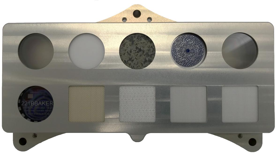 L'instrument SHERLOC sur la persévérance porte une pièce spéciale en matériau de casque-visière, qui rend hommage au détective fictif dont l'instrument est nommé.