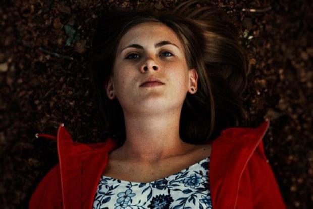 La jeune femme décédée dans la forêt s'appelle Tanja et a été poussée par sa sœur (Photo: Netflix)