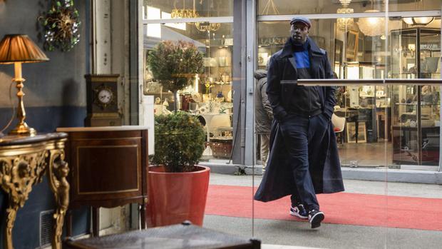 Assane a également arnaqué une vieille femme riche (Photo: Netflix)