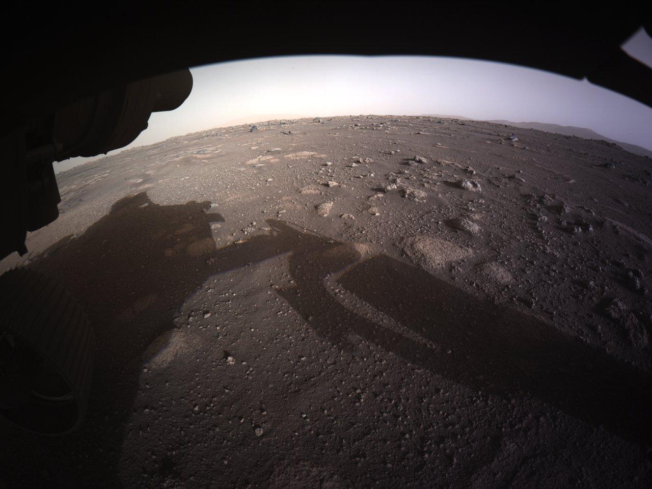 C'est la première image couleur que le rover Perseverance de la NASA a renvoyée de la surface de Mars.