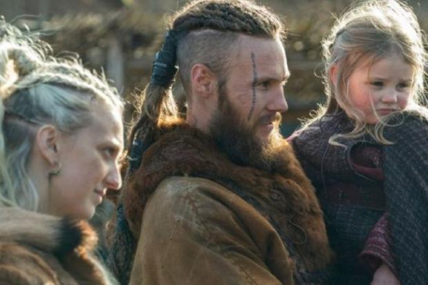 "Floki a retrouvé Ubbe et Torvi à la fin de ""Vikings"" (Photo: Amazon Prime Video)"