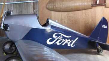 """Ford a créé le premier prototype de """"voiture volante"""" et voulait le vendre à tout le monde, mais son rêve s'est terminé par un accident"""