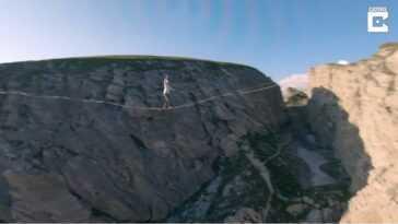 Deux Funambules Sont Filmés Sous Vue Par Drone à Plus