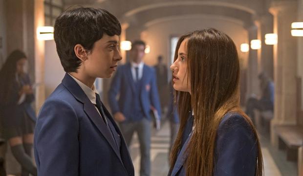 Inés et Amaia ont les mêmes visions étranges, pourquoi?  (Photo: Amazon Prime Video).
