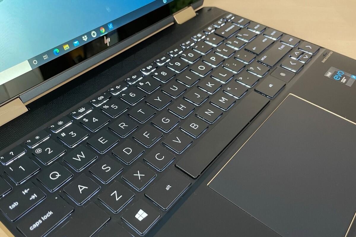 hp spectre x360 14 1q881av keyboard.jpg