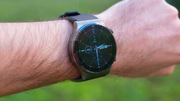 Huawei commence à ouvrir son système d'exploitation pour les smartwatches: des applications tierces peuvent être installées