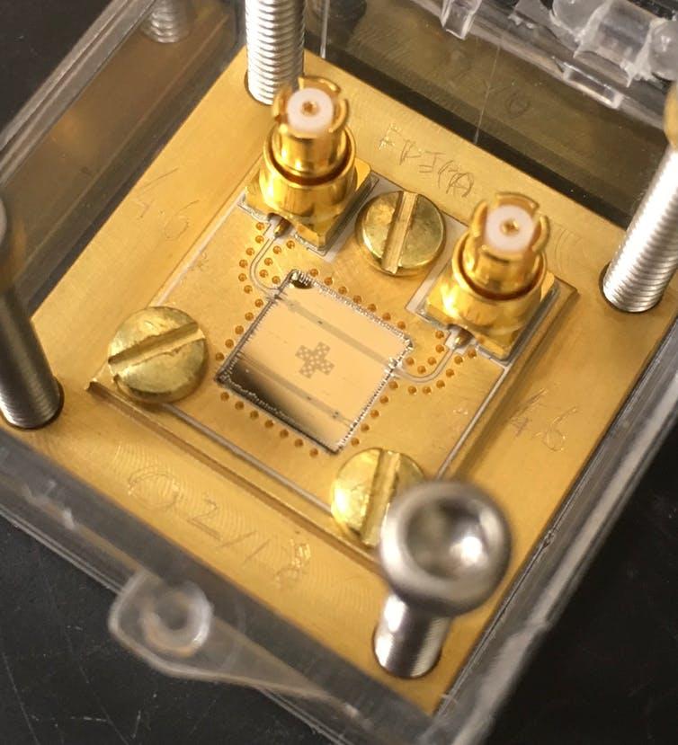 Les circuits supraconducteurs spéciaux utilisés pour l'informatique quantique peuvent aider les détecteurs à passer au crible le bruit qui pourrait cacher un signal axion.