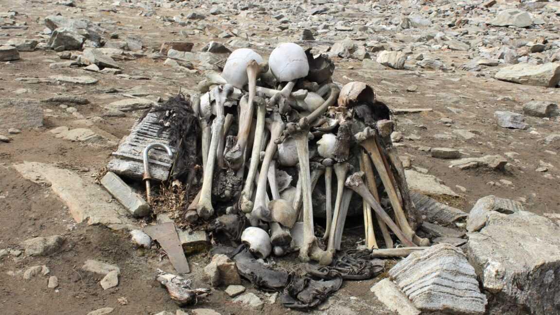 Des Centaines De Squelettes Remplissent Ce Lac Himalayen Isolé. Comment