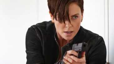 Charlize Theron cherche à jouer dans le redémarrage féminin de `` Die Hard ''