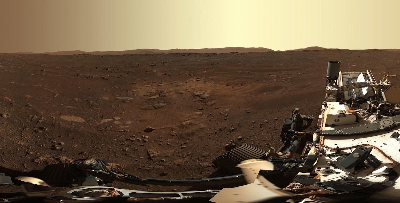 Une partie du panorama capturé par le système de caméra Mastcam-Z à bord du rover Perseverance Mars de la NASA.  Le panorama complet se compose de 142 images prises le 21 février 2021.