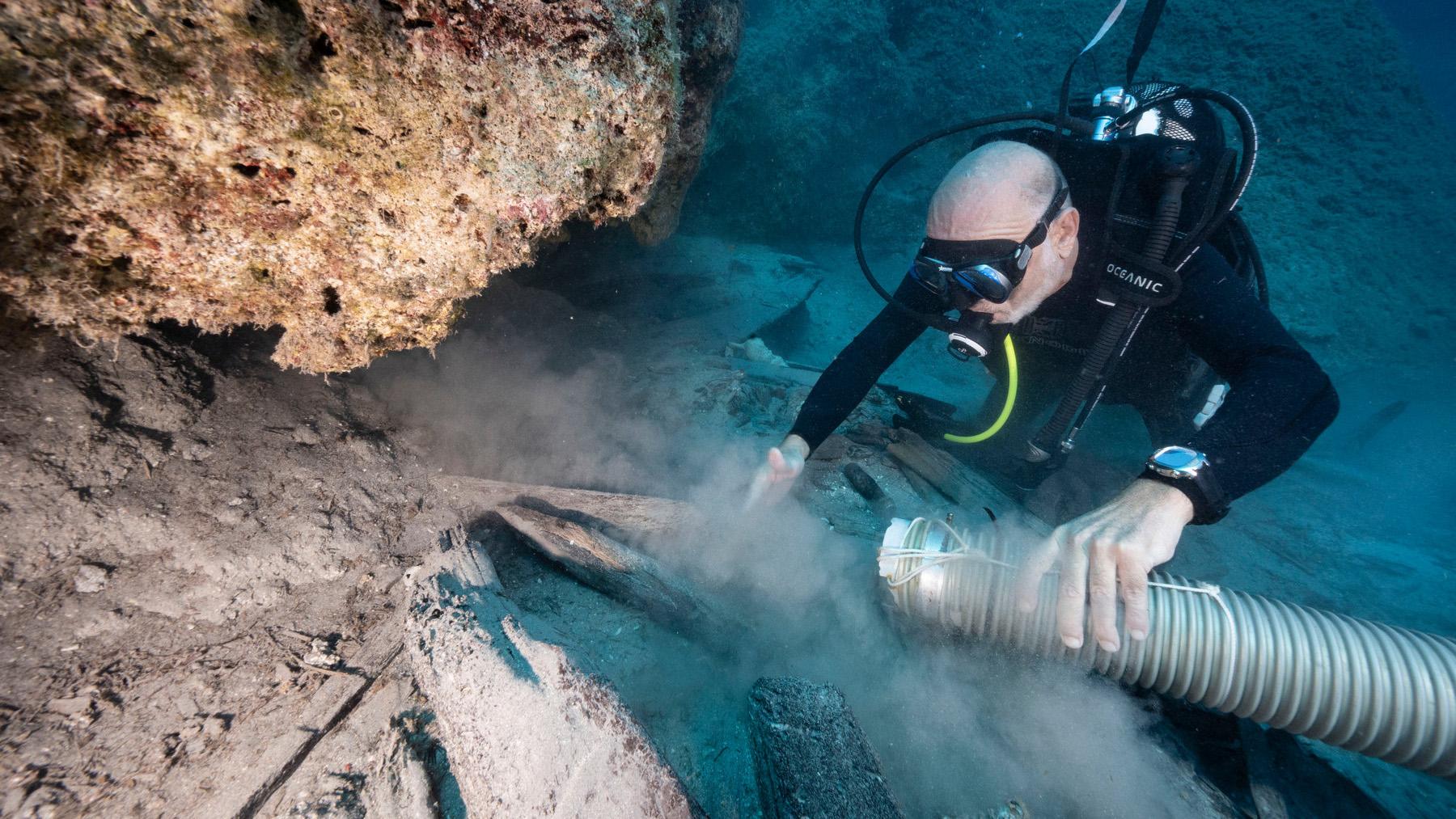 Le Mentor a réussi à rester à flot jusqu'à ce que son équipage et ses passagers se précipitent sur les rochers de Cythère, mais il a coulé rapidement après cela;  une grande partie de la coque en bois est maintenant entourée de rochers.