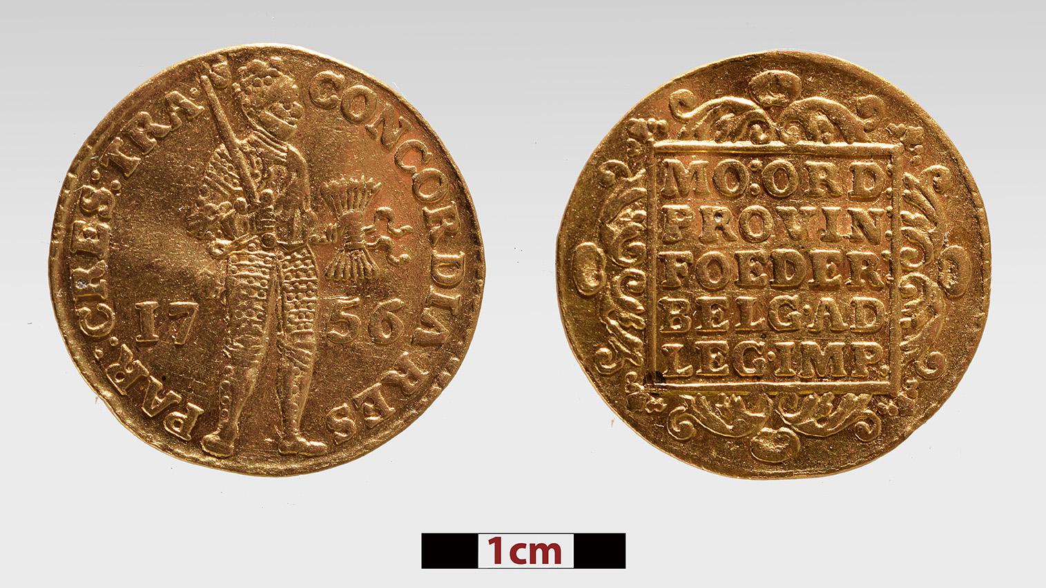Les artefacts récupérés du naufrage du Mentor par les fouilles du gouvernement grec comprennent plusieurs pièces de bijoux en or et des pièces d'or, comme cette pièce espagnole de 1756.