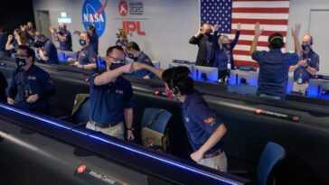En Photos: Les Célébrations De L'atterrissage Sur Mars Du Rover