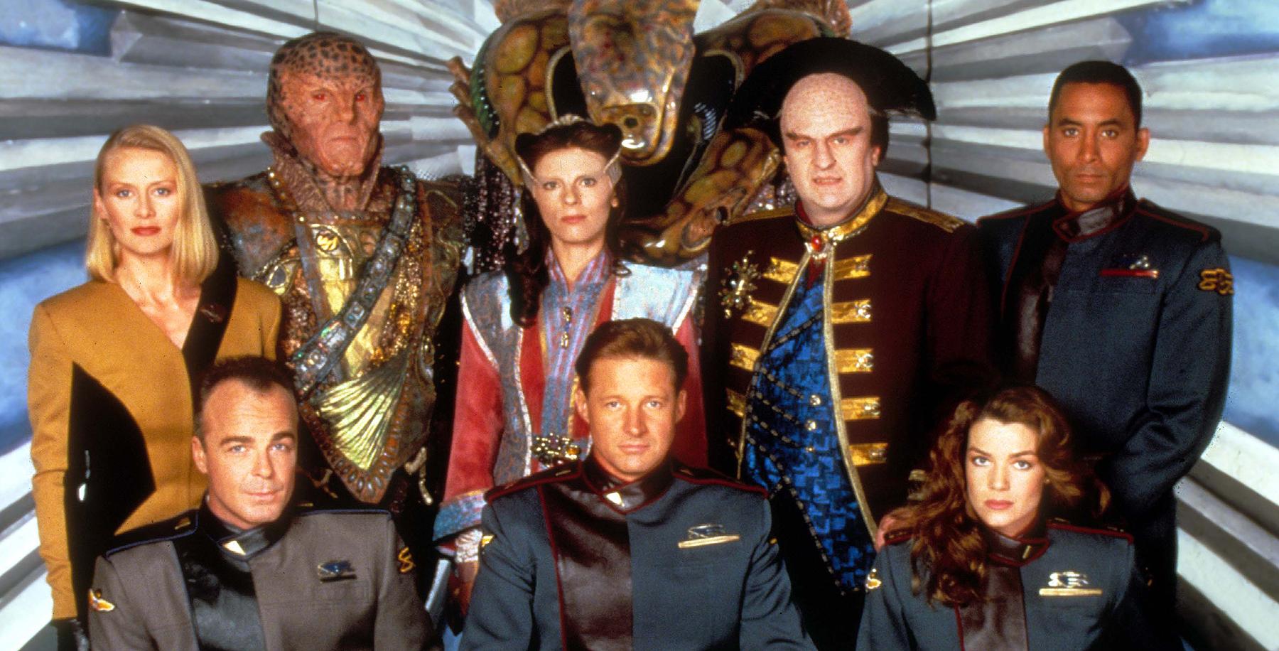 En plus d'un casting régulier incroyable, la série comprenait un certain nombre de camées de grandes stars de la science-fiction.