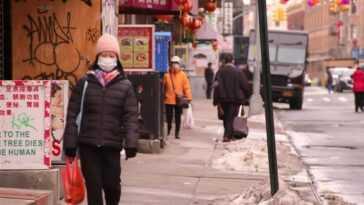 Beaucoup ont qualifié les récentes attaques de Chinatown de `` crimes de haine '', mais les experts appellent à la prudence