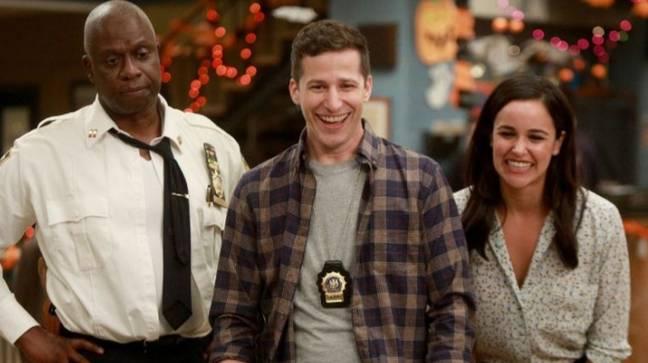Andy Samberg plaide pour que Bruce Willis fasse camée à Brooklyn Nine-Nine.  Crédit: NBC