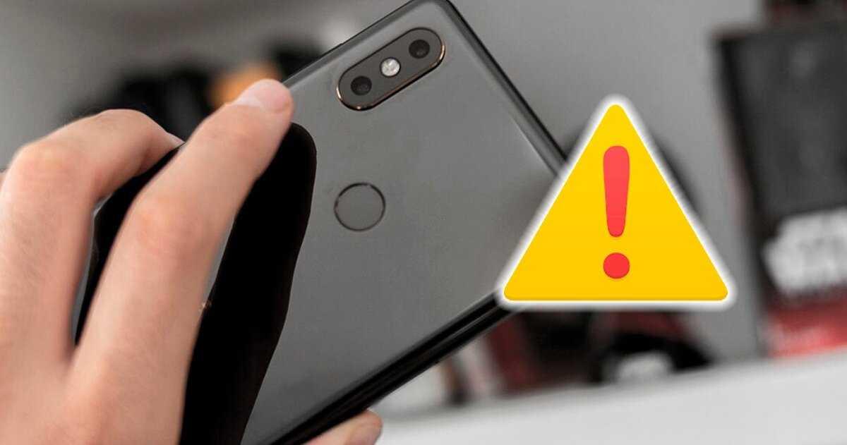 Lecteur d'empreintes digitales mobile à côté de l'icône d'avertissement