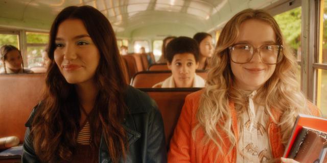 Kate et Tully sont devenus les meilleurs amis depuis leur adolescence (Photo: Netflix)