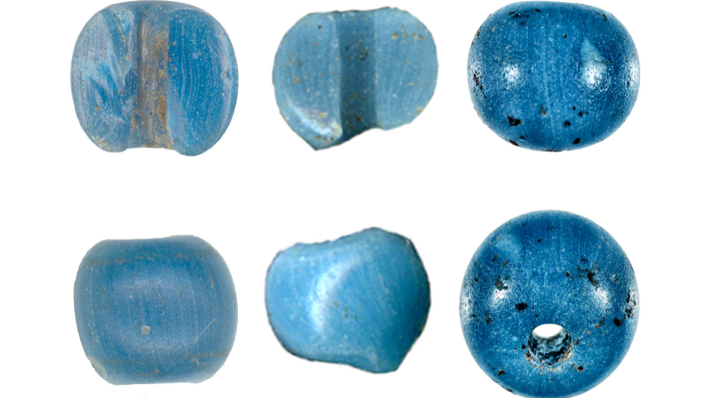 Ces trois perles (chacune représentée sous deux angles) ont été trouvées près du lac Kaiyak (à gauche), du lac Kinyiksugvik (au centre) et de Punyik Point en Alaska.