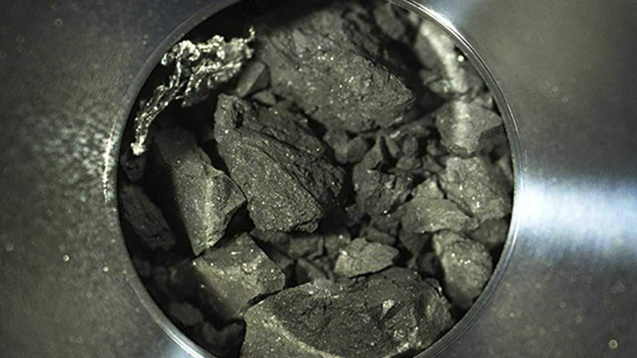 Des Scientifiques Japonais Vont étudier Des échantillons D'astéroïdes Ryugu Pour