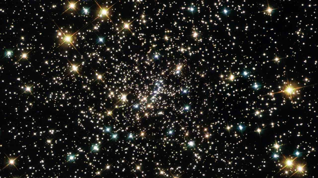 Essaim de petits trous noirs trouvés dans NGC 6397, où l'on pensait qu'il y en avait un seul et massif