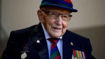 Funérailles tenues pour le capitaine Sir Tom Moore, qui a recueilli des millions pour les travailleurs de la santé