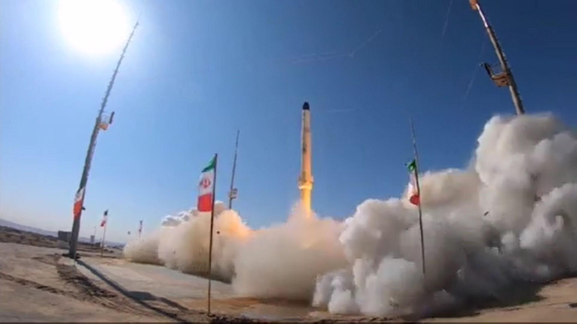 Des images du gouvernement iranien montrent le premier lancement de test suborbital du nouveau Zoljanah.